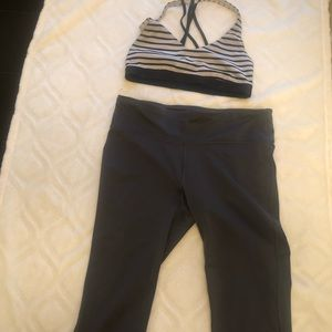 Under Armour Crops Size M Sports Bra Size S